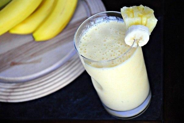 Ананасово-манговий коктейль
