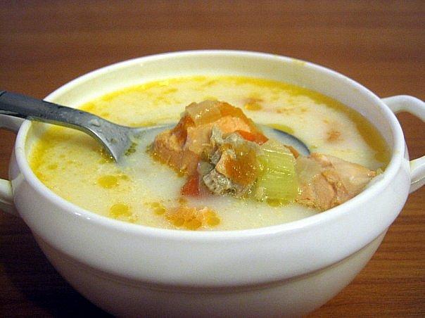 Суп картопляний з рибою по-домашньому
