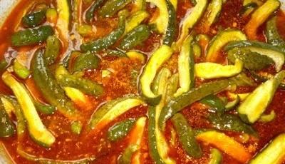 Соус з томатом, гірчицею і солоними огірочками
