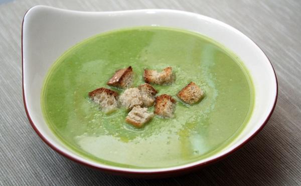 Суп-пюре із зеленого горошку
