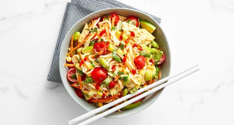 Салат з макаронами фото